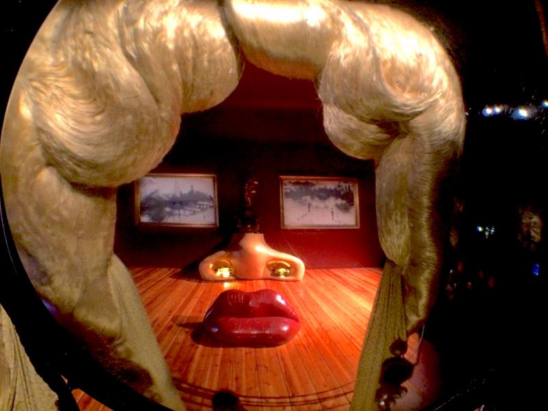 Sala Mae West